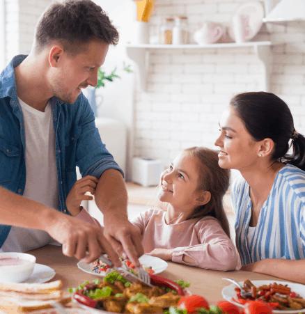 COMER EN FAMILIA ESTIMULA LAS HORMONAS DE LA FELICIDAD